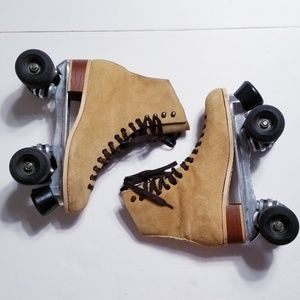 Riedell suede skates w Sure Grip Wheels 10in Med